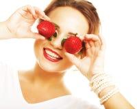 妇女用在白色背景的草莓 库存照片