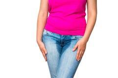 妇女用拿着她的裤裆-无节制概念的手 免版税库存照片