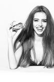 妇女用汉堡 库存图片