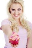 妇女用鲜美杯形蛋糕 库存照片