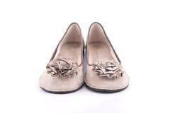 妇女用织品花装饰的夏天鹿皮鞋 免版税库存图片