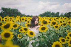 妇女白色服装 免版税图库摄影
