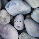 妇女的偏僻的面孔岩石或石头的 免版税库存图片