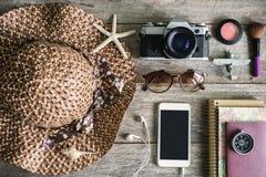 妇女的偶然成套装备,女性旅客成套装备  免版税库存照片