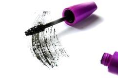 妇女的化妆用品:在白色背景隔绝的黑染睫毛油 图库摄影