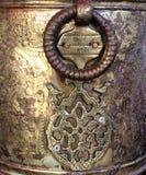 妇女的古老古铜色手工制造首饰盒的片段 免版税库存图片