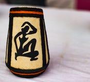 妇女的图被画在花瓶 日s妇女 古老文化和传统 库存照片