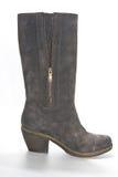 妇女的在乡村模式的绒面革起动在平均脚跟 免版税图库摄影