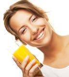 妇女的接近的饮用的汁液桔子 免版税库存图片