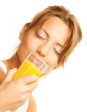 妇女的接近的饮用的汁液桔子 库存照片