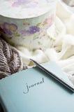妇女的日记帐 免版税库存图片