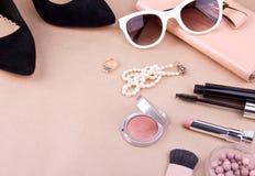 妇女的时装配件和化妆用品 免版税库存照片