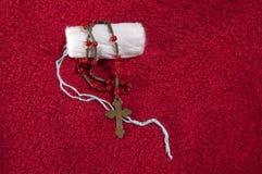 妇女的棉塞和念珠 库存图片