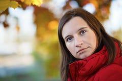 妇女的秋天画象 免版税库存图片