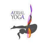 妇女的空中瑜伽 免版税库存图片