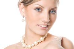 妇女的美丽的白肤金发的接近的纵向 免版税库存图片