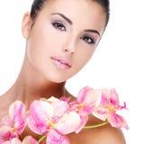 妇女的美丽的面孔有健康皮肤的 库存照片