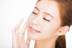 年轻妇女的美丽的面孔有干净的新鲜的皮肤的 库存照片