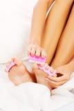 妇女的腿。修脚。特写镜头。 免版税库存照片