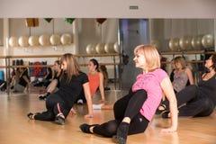 妇女的舞蹈课 免版税库存图片