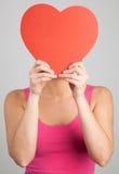 妇女的藏品心脏形状 图库摄影