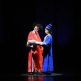 妇女的计划幻灭现代戏曲女皇在宫殿 免版税图库摄影