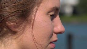 妇女的面孔侧视图  股票录像