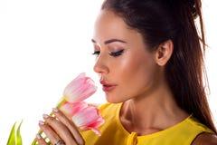 妇女的面孔有郁金香花的 库存图片