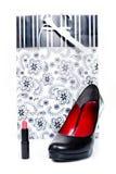 妇女的鞋子、唇膏和礼物 免版税库存图片