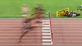 妇女的100米障碍竞争(被弄脏)在国际田联世界冠军在北京,中国 免版税库存照片
