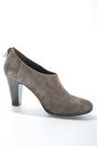 妇女的绒面革与高跟鞋的脚腕起动 免版税库存照片