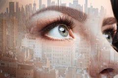 妇女眼睛和企业城市照片  两次曝光 图库摄影