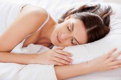 妇女睡觉。 库存图片