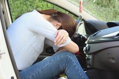 妇女睡车疲乏单独 图库摄影