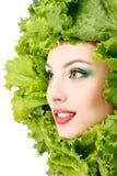 妇女秀丽表面用绿色新鲜的莴苣离开 免版税库存图片