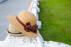 妇女秸杆或塑料帽子 免版税库存图片