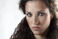 妇女纵向有卷发的 免版税库存图片