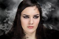 妇女组成发烟性眼睛 库存照片