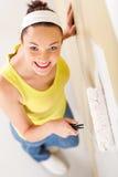 妇女绘画房子 库存图片