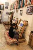 妇女编织的席子 免版税库存图片