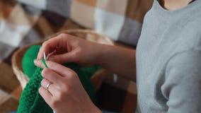 妇女编织针 股票视频