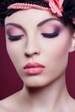 妇女美好的面孔特写镜头时尚画象桃红色组成 免版税库存照片