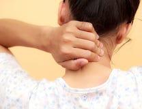 妇女脖子痛 库存照片