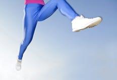妇女腿跑步 免版税库存照片