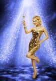 妇女舞会香宾玻璃,女孩舞蹈夜总会 免版税库存图片