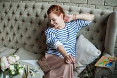 妇女艺术家微笑 免版税库存图片