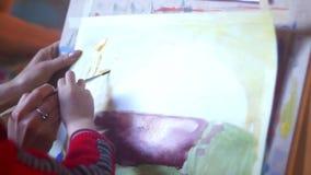 妇女艺术家油漆凹道 股票录像