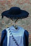 妇女葡萄酒帽子和礼服 免版税图库摄影