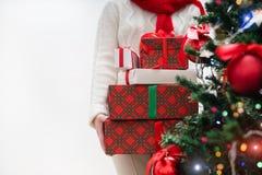 妇女藏品堆礼物 库存图片
