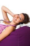 妇女藏品耳机查出的V 图库摄影